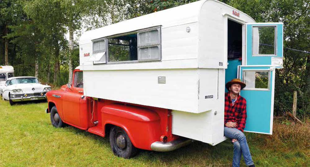 "Chevrolet 3200 Pickup ""long bed"" 1957 & Alaskan Camper 1958"